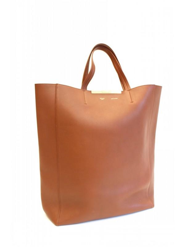 sac cabas celine en cuir beige et bleu celine classic leather bag price. Black Bedroom Furniture Sets. Home Design Ideas