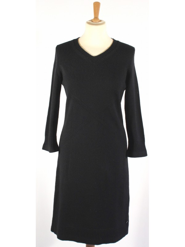 https://www.secondemaindeluxe.com/6275-thickbox_default/robe-chanel-taille-3840-.jpg