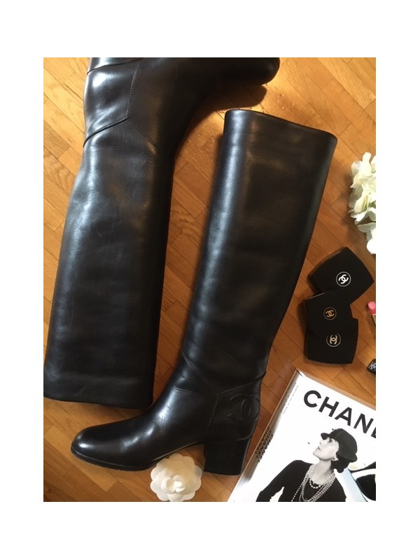 https://www.secondemaindeluxe.com/7432-thickbox_default/bottes-chanel-taille-36.jpg